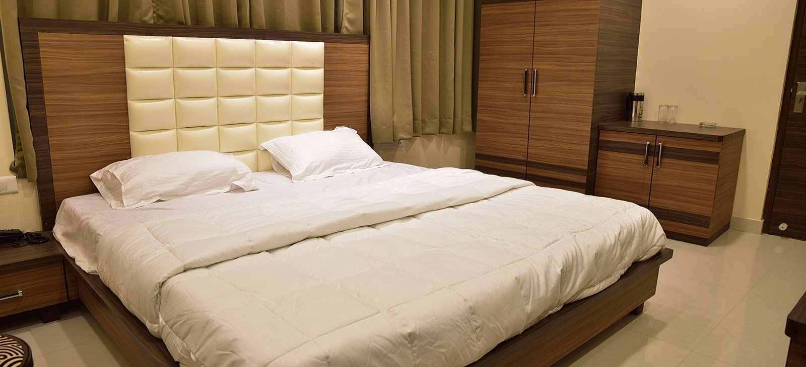 budget hotels in gorakhpur near golghar